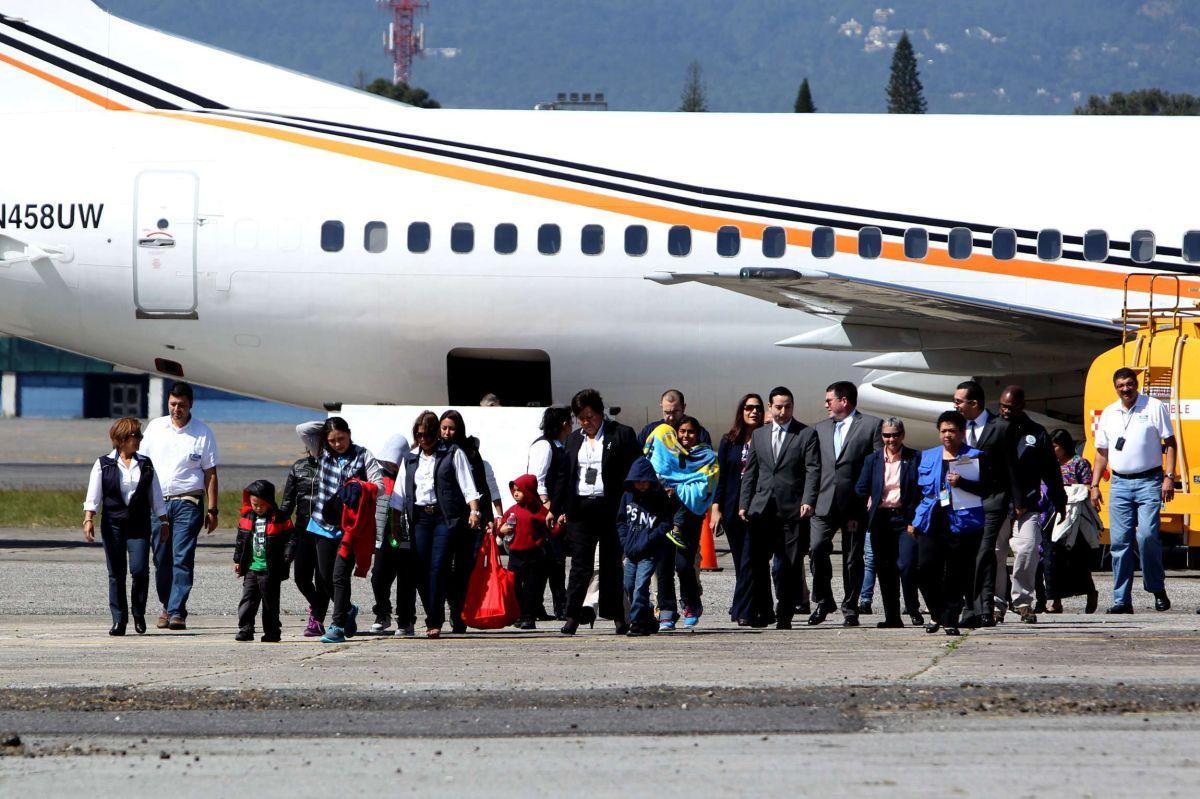Todos los traslados de guatemaltecos se han hecho en avión.