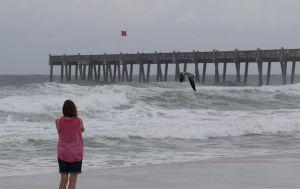 Huracán Michael avanza con fuerza en el Golfo de México, Florida se prepara el embate