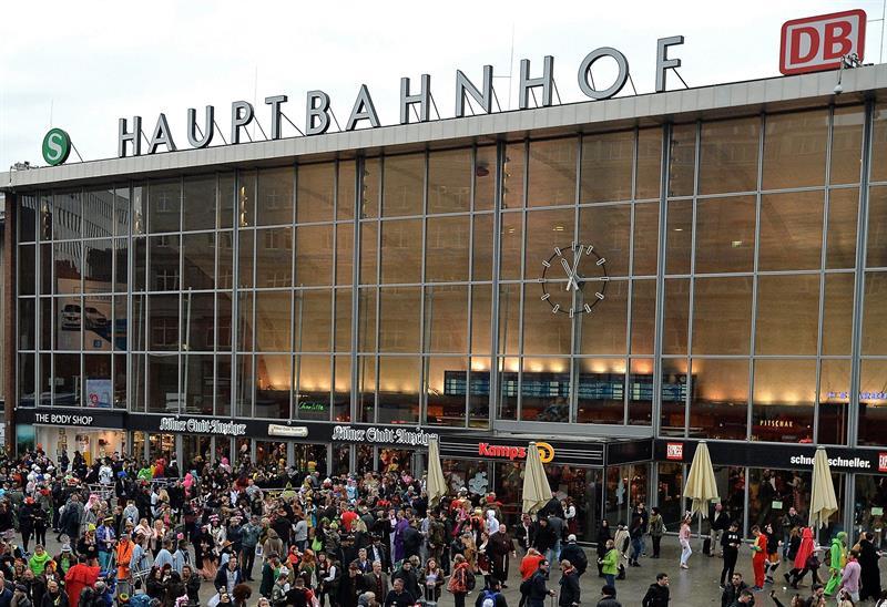 Policía desaloja estación de tren en Colonia, Alemania por toma de rehenes