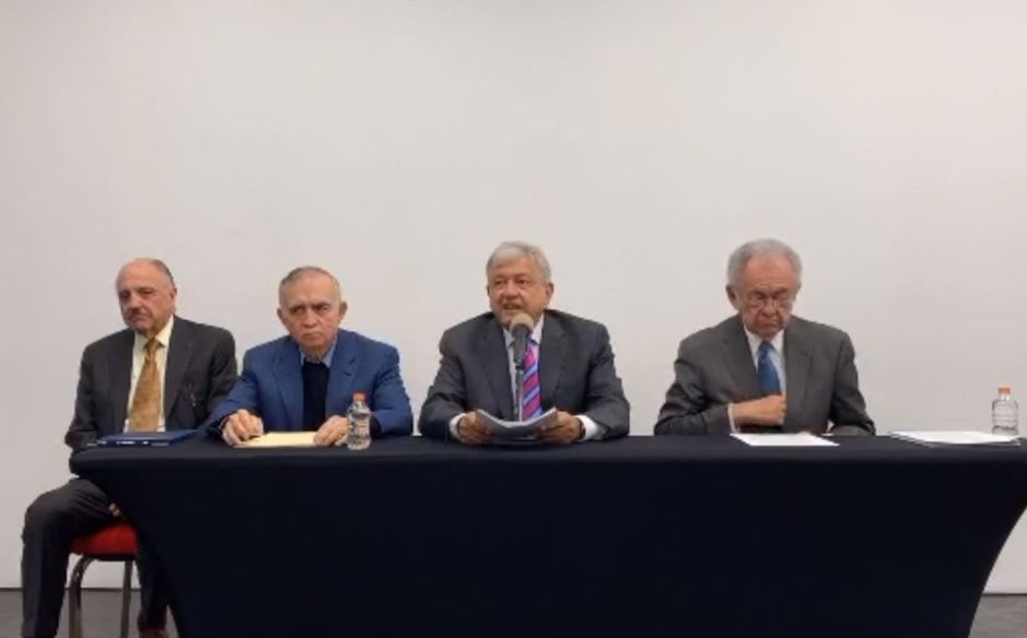 López Obrador da revés a aeropuerto en Texcoco y anuncia nuevas pistas en Santa Lucía