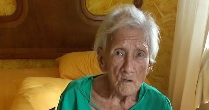 Hombre abandona a su anciana madre en un hotel en México