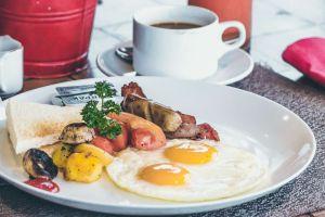 Carnes procesadas del desayuno pueden causarte cáncer