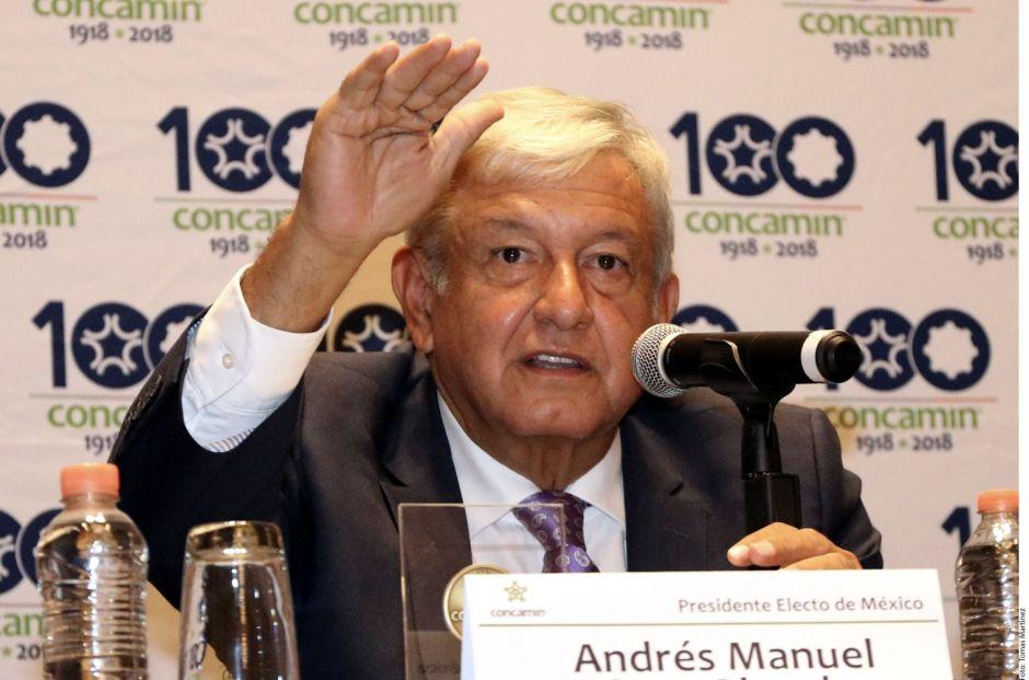López Obrador dice que Carlos Slim propuso bajar el costo de nuevo aeropuerto