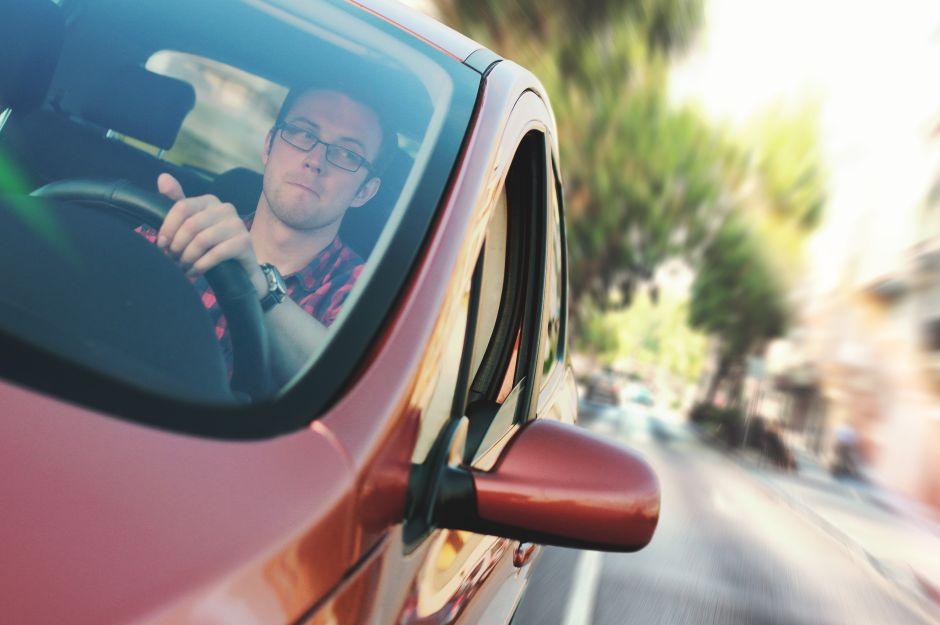 ¿Qué puedo hacer para que me quiten puntos de infracción de mi licencia de conducir?