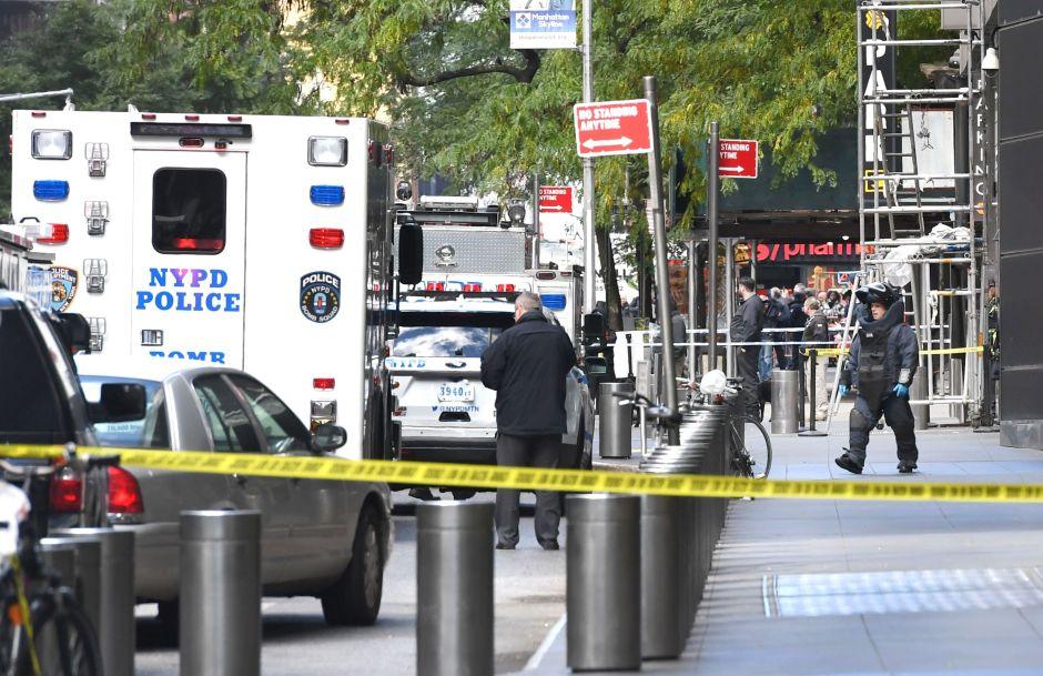 Trump ataca a la prensa mientras aumenta lista de blancos de paquetes con explosivos