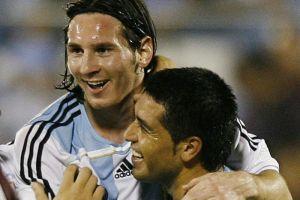 Riquelme desveló el misterio sobre Messi: ¿Por qué no rinde con Argentina?
