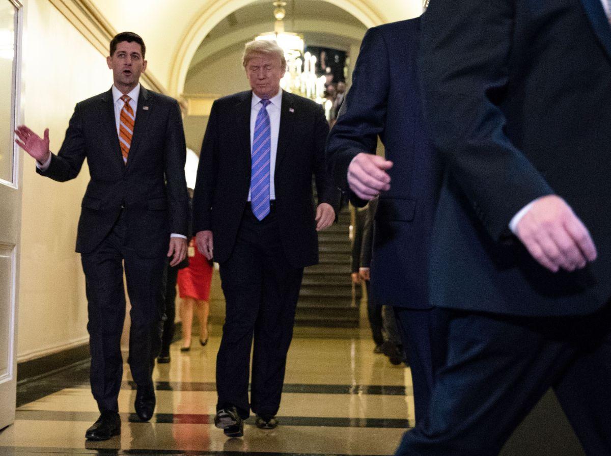 El congresista Paul Ryan y el presidente Donald Trump.