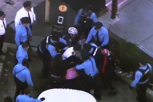 El caos está servido: pelea de 200 estudiantes frente a McDonald's de Philadelphia