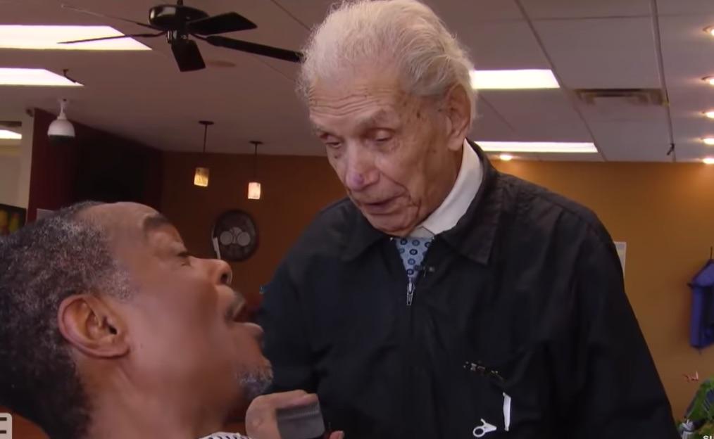 El peluquero más viejo del mundo.
