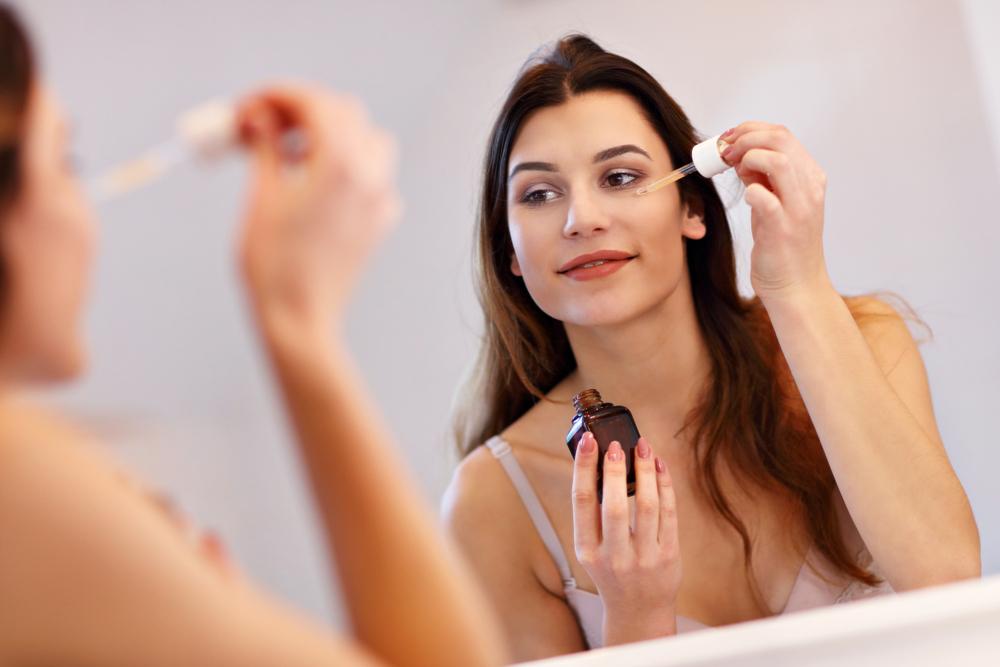5 sueros antiedad que harán que tu piel se vea mucho más joven