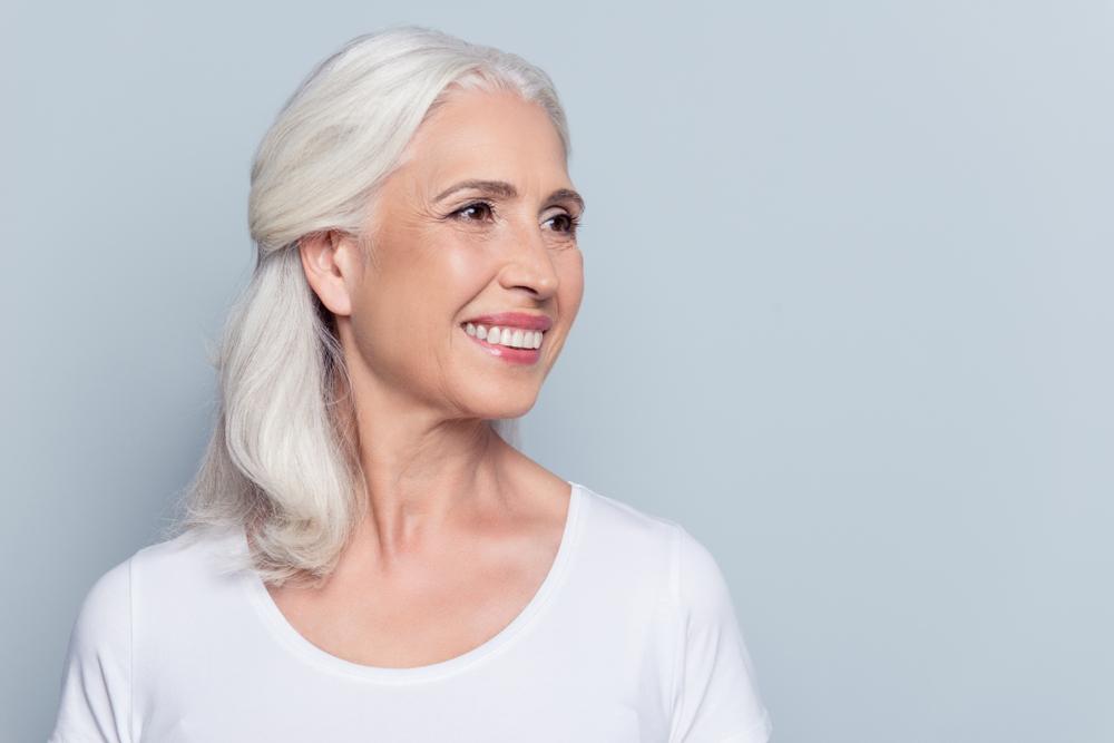 Los mejores 6 productos de cabello para suavizar las canas