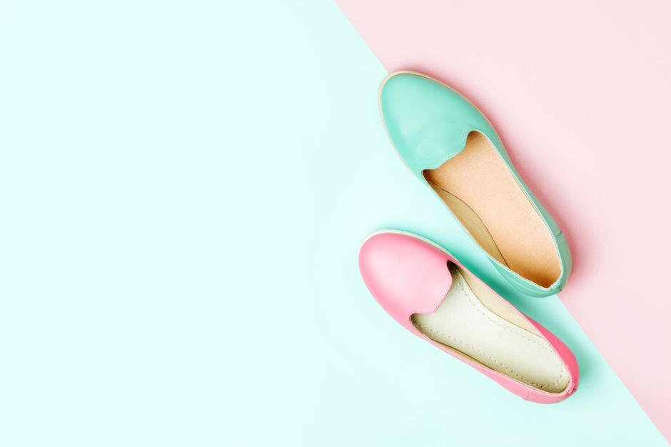 """4 opciones de zapatos casuales tipo """"wide"""" para las mujeres que tienen el pie ancho"""