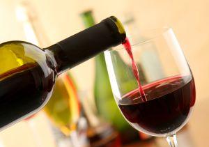 ¿Es beneficioso para el corazón tomar vino tinto?