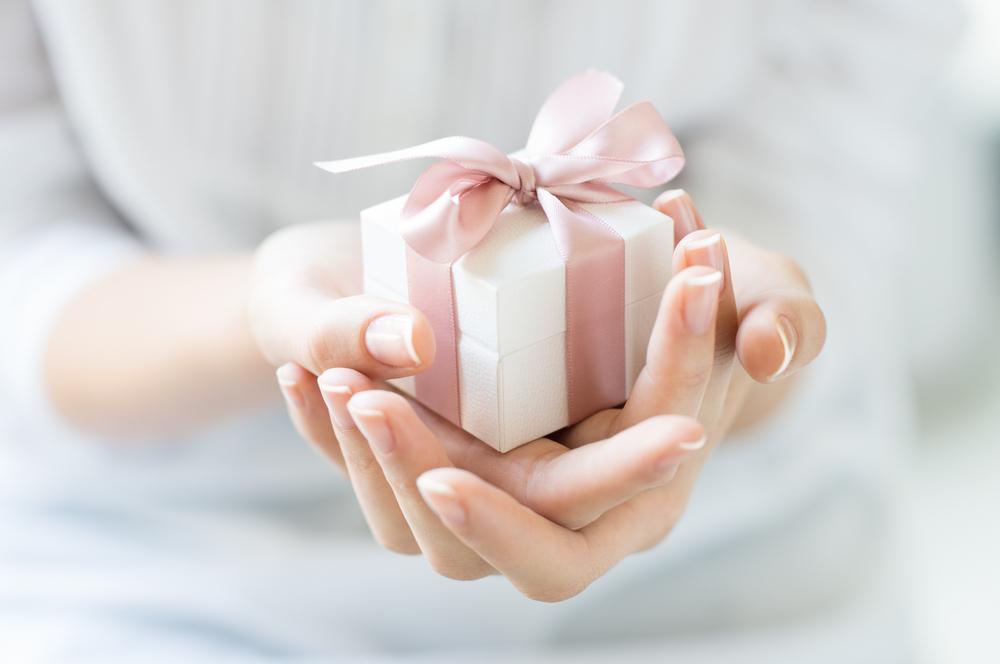 Los mejores 8 regalos de cumpleaños para mujeres mayores de 40 años
