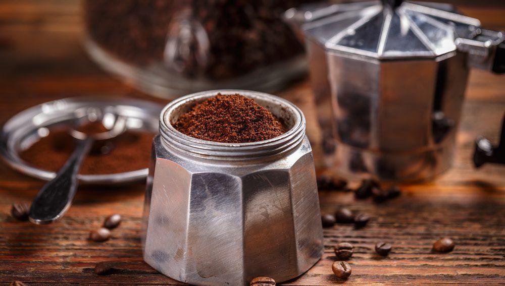 El café es una de las bebidas más populares, tanto que se consumen 400 000 millones de tazas diariamente en todo el mundo.