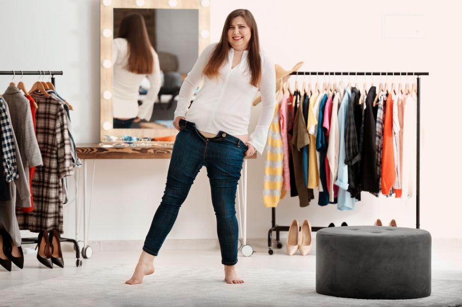 Las 5 piezas de ropa que no pueden faltar en el closet de una mujer talla plus