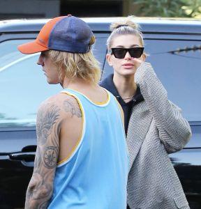 Justin Bieber indigna al cerrarle la puerta en la cara a su esposa (VIDEO)