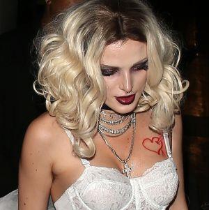 Bella Thorne conmociona las redes vestida como una sexy monja