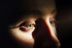 El viagra que compró en internet le dañó los ojos de manera irreversible