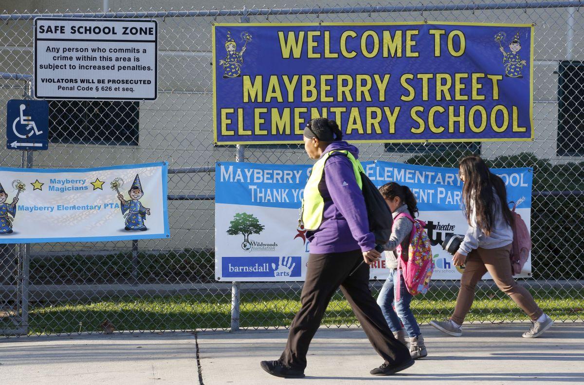 Padres acusan a directora de Mayberry Street Elementary por discriminación y hostigamiento