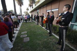 Largas filas en Los Ángeles para quienes quieren registrarse y votar a la vez