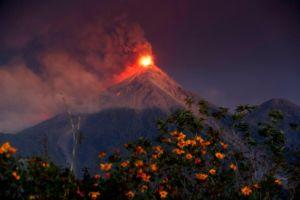 Alerta roja en Escuintla por erupción del volcán de Fuego en Guatemala