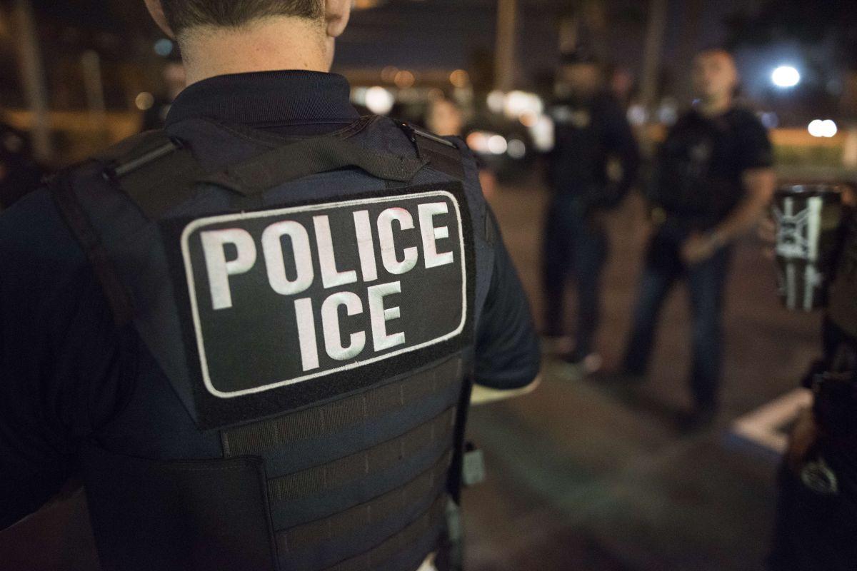 Inmigrantes han reportado que oficiales de ICE no siempre se identifican.
