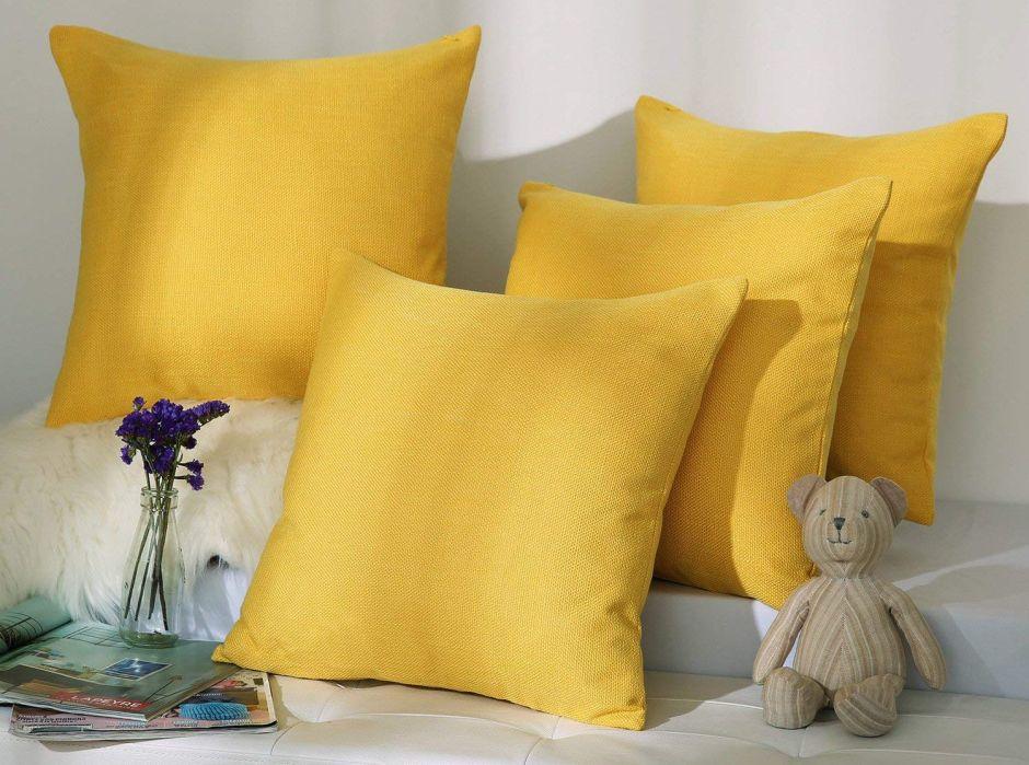 5 sets de cojines para darle un toque elegante y llamativo a tu sofá
