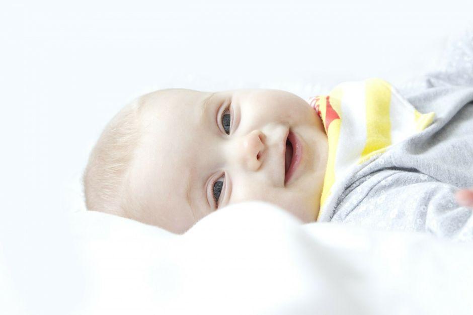 """Su bebé reía todo el tiempo, pero la """"alegría"""" ocultaba algo terrible"""