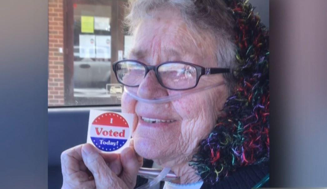 Abuelita de 82 años vota por primera vez y luego muere