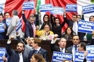 """Maduro no eres bienvenido"", protestan diputados mexicanos"