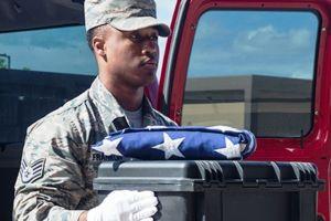 Pentágono identifica restos de marinero de Nueva York 77 años después de bombardeo a Pearl Harbor