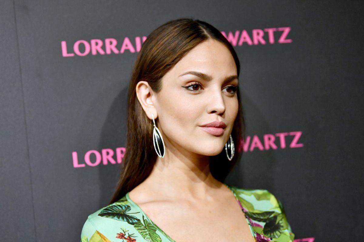 Eiza González lució su belleza en bikini.