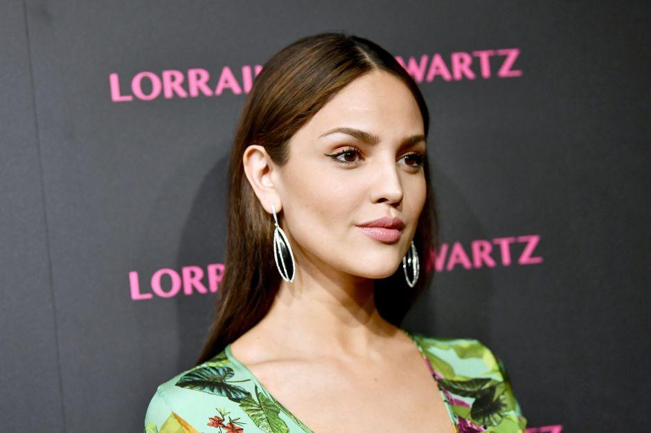 The Rock le da la bienvenida a Eiza González al mundo de 'The Fast and The Furious'
