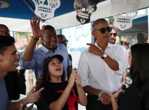 Obama fue a comer tacos tras un mitin de campaña en Miami y la gente enloqueció