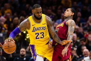 LeBron James regresó a Cleveland y se empleó a fondo para vencer a su exequipo