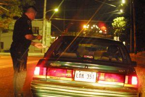 ¿Qué autoridades pueden detenerte al manejar?