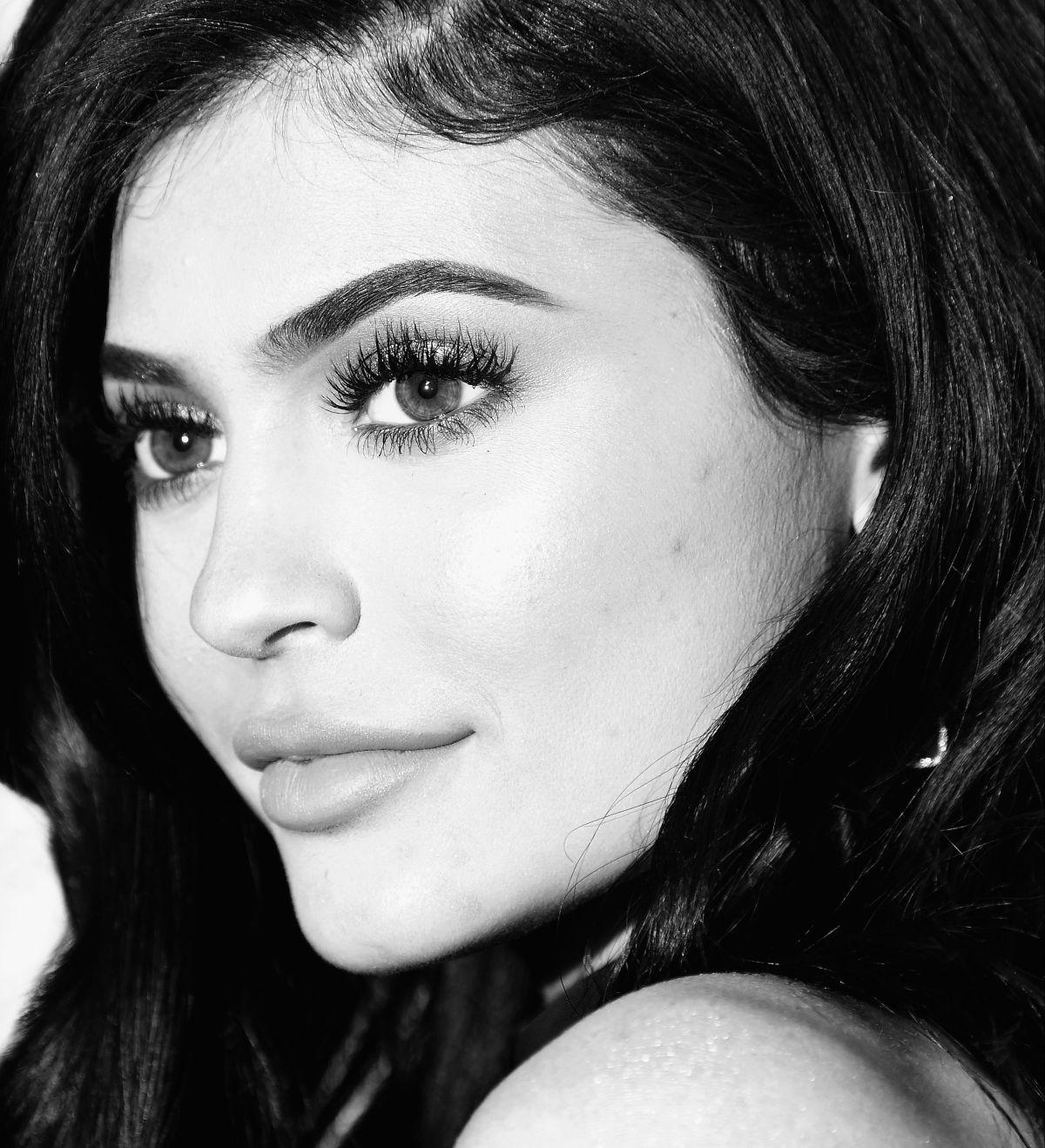 Kylie Jenner abandona fiesta Navideña de su clan, para irse a dormir con su pequeña Stormi