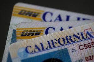 Gobernador de California anuncia importantes cambios en el DMV