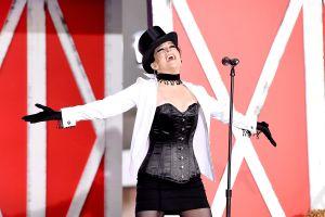 Shania Twain al igual que Fergie se orinó arriba del escenario, delante de su público