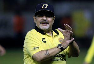 Dorados regala a Maradona un auto deportivo de lujo con valor de $38,100