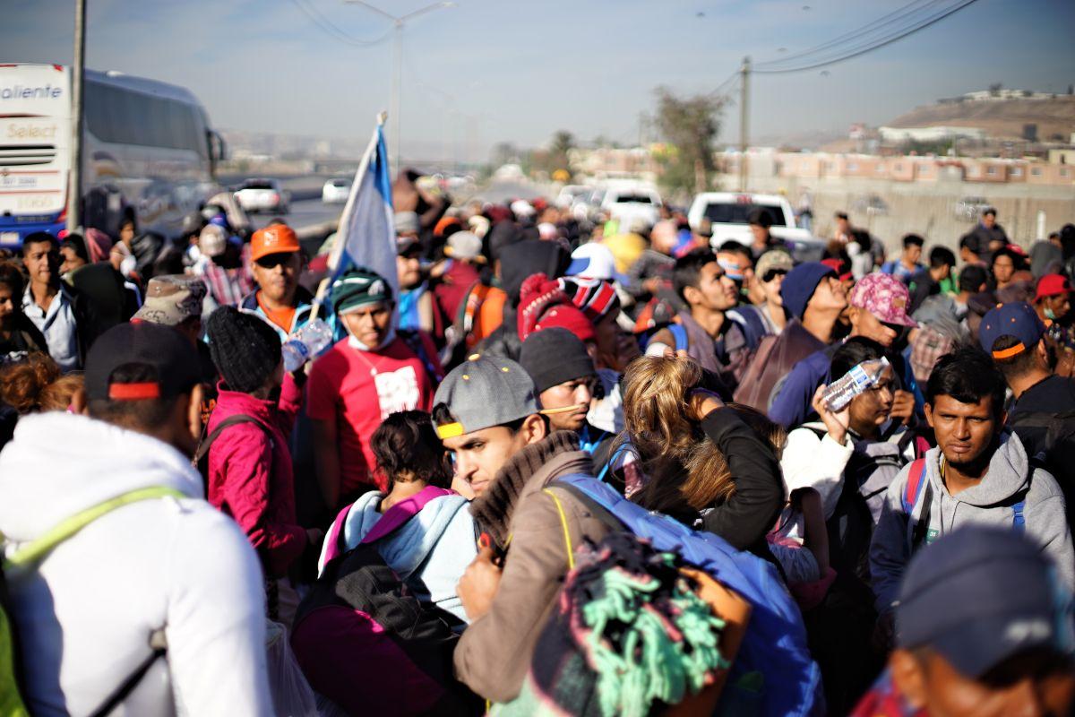 Una grupo de migrantes  en Tijuana (