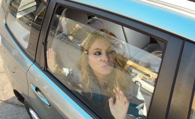La cantante se desmaya dentro de una SUV