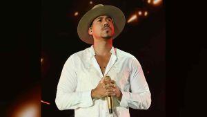 Romeo Santos se desnudó en Instagram para anunciar nueva canción con Aventura, pero la mentira le ha salido cara