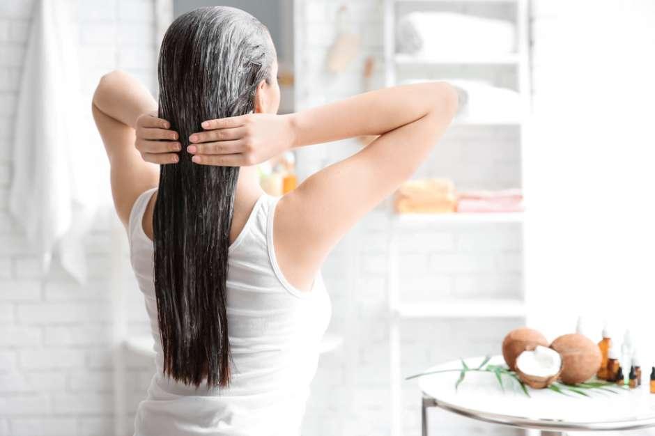 puedo usar aceite de coco para planchar el cabello
