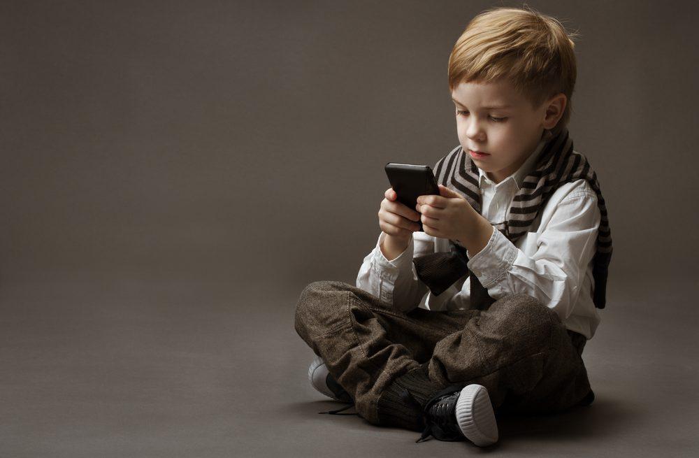 Los 5 mejores teléfonos celulares que puedes regalarle a tus hijos