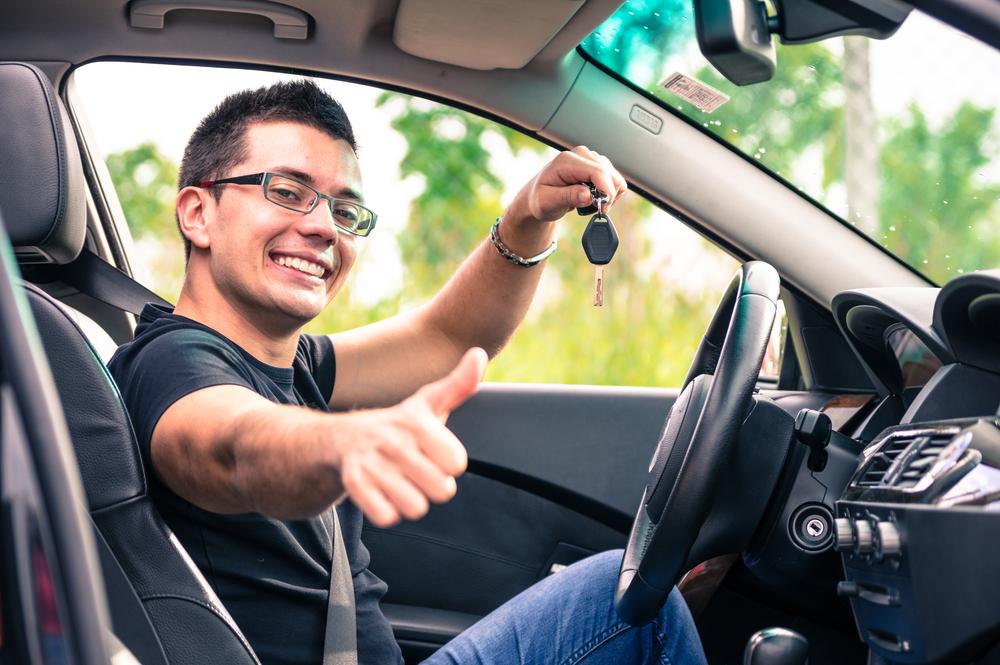 Para financiar el auto: ¿es mejor obtener un préstamo del banco o de un concecionario?