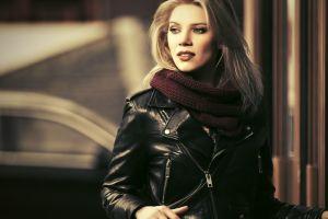 3 prendas de cuero que toda mujer debe tener para protegerse del frío en otoño