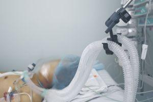 Sale del coma la niña que estuvo a punto de ser desconectada, los padres lucharon contra el hospital