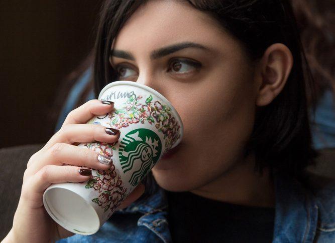 10 trucos de belleza que son más baratos que un café de Starbucks